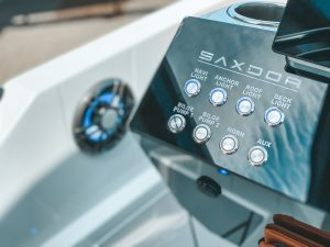 Saxdor 200 detalle consola. Foto cortesía de Ideal Boat